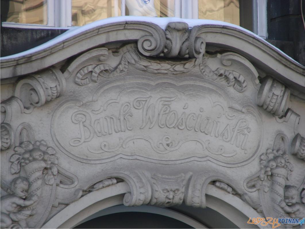 Budynek dawnego Banku Włościańskiego - południowa strona placu  Foto:
