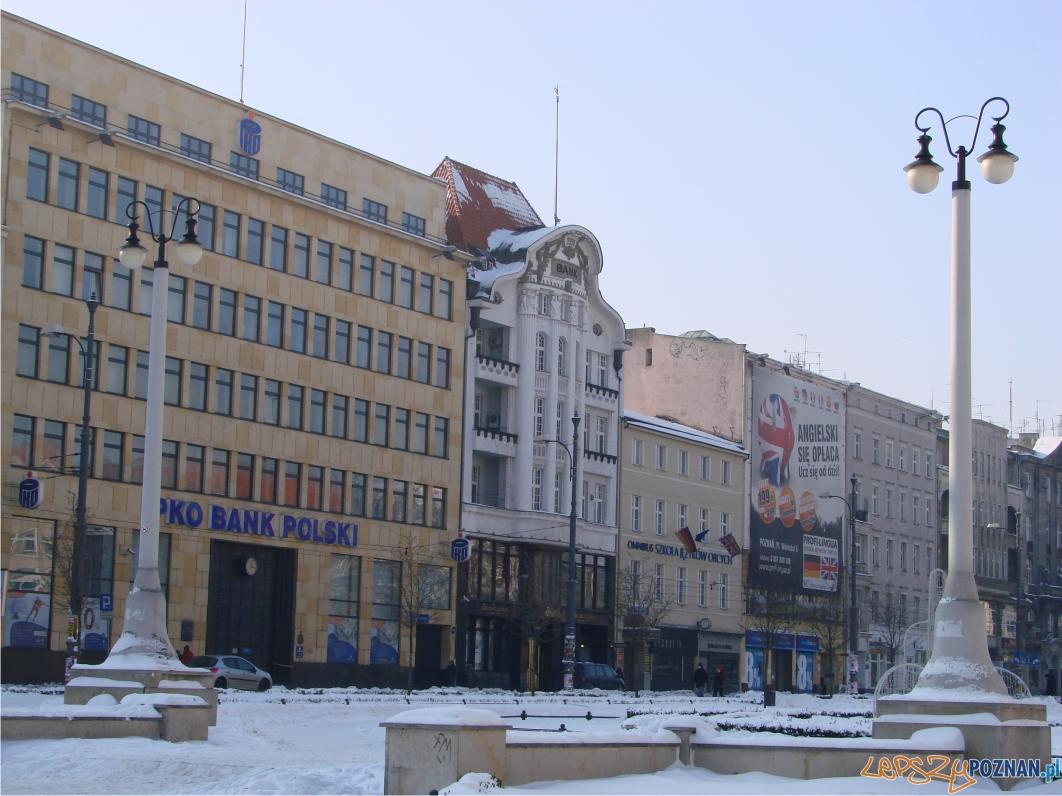"""W latach '90 swoje plac został opanowany przez banki - złośliwie zaczęto nazywać plac """"bankowym""""  Foto:"""