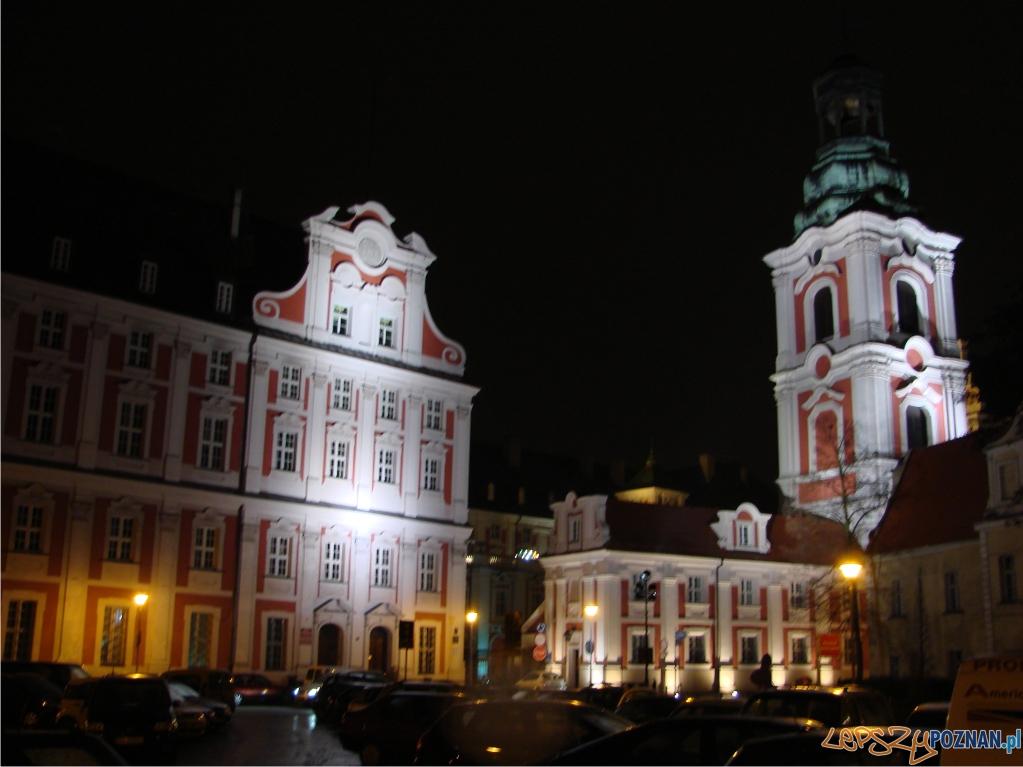 urzad miasta oswietlony  Foto: lepszyPOZNAN