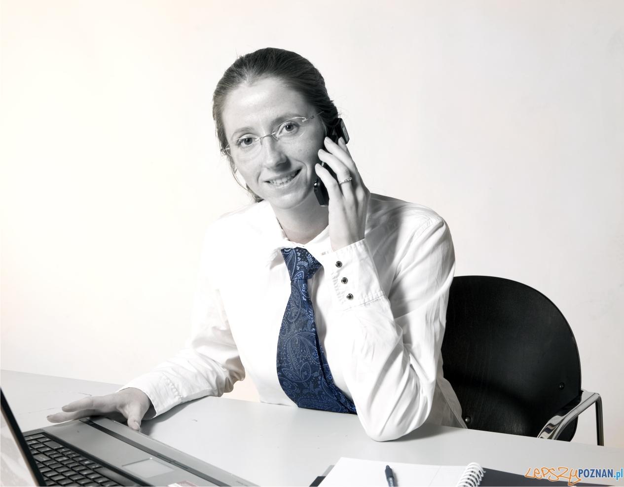 foto: scx - kobieta w biurze  Foto: