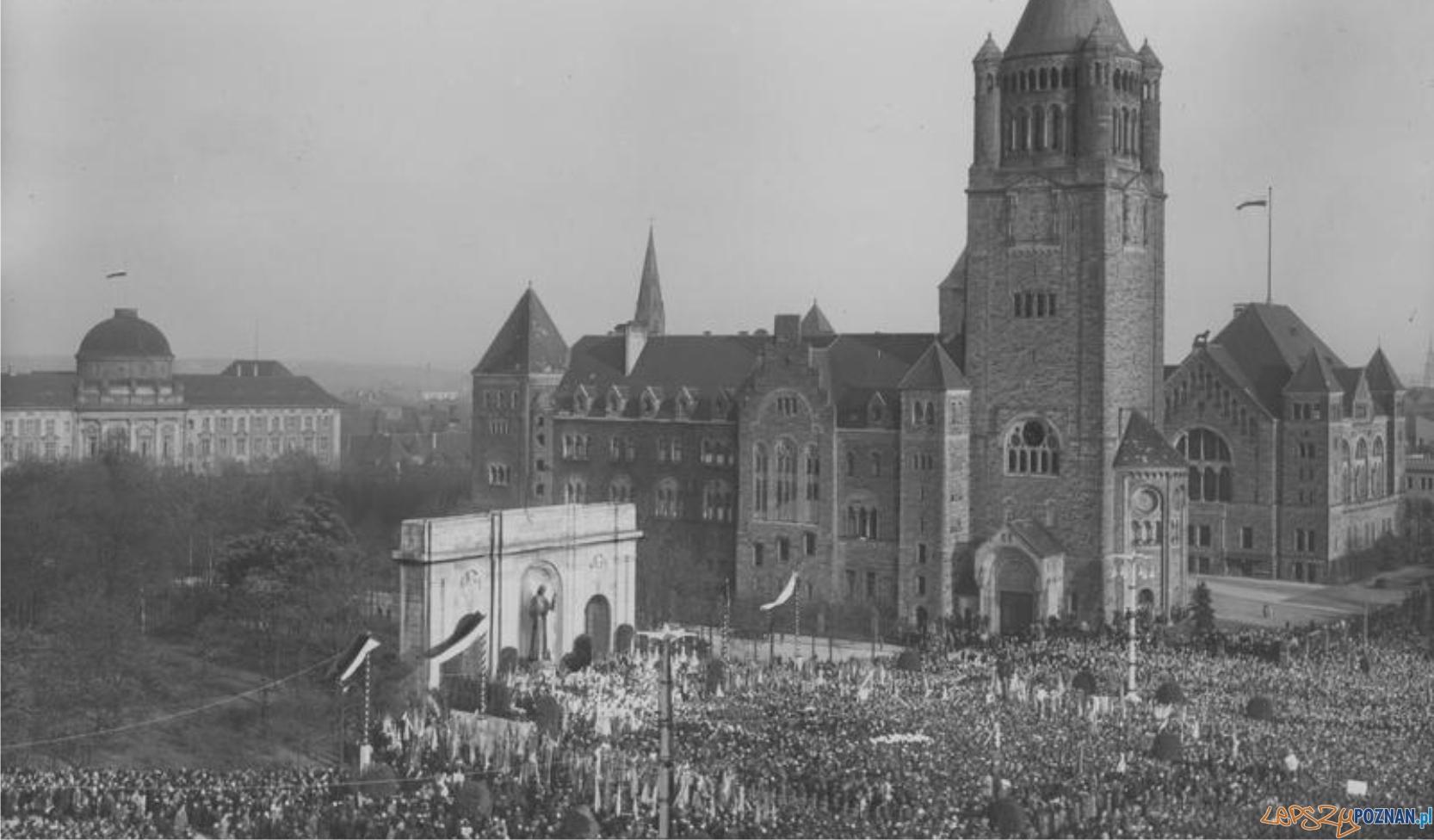 Bez Kościoła nie byłoby sukcesu Powstania Wielkopolskiego Ods%C5%82oni%C4%99cie w Poznaniu monumentalnego pomnika Wdzi%C4%99czno%C5%9Bci Serca Jezusowego 2