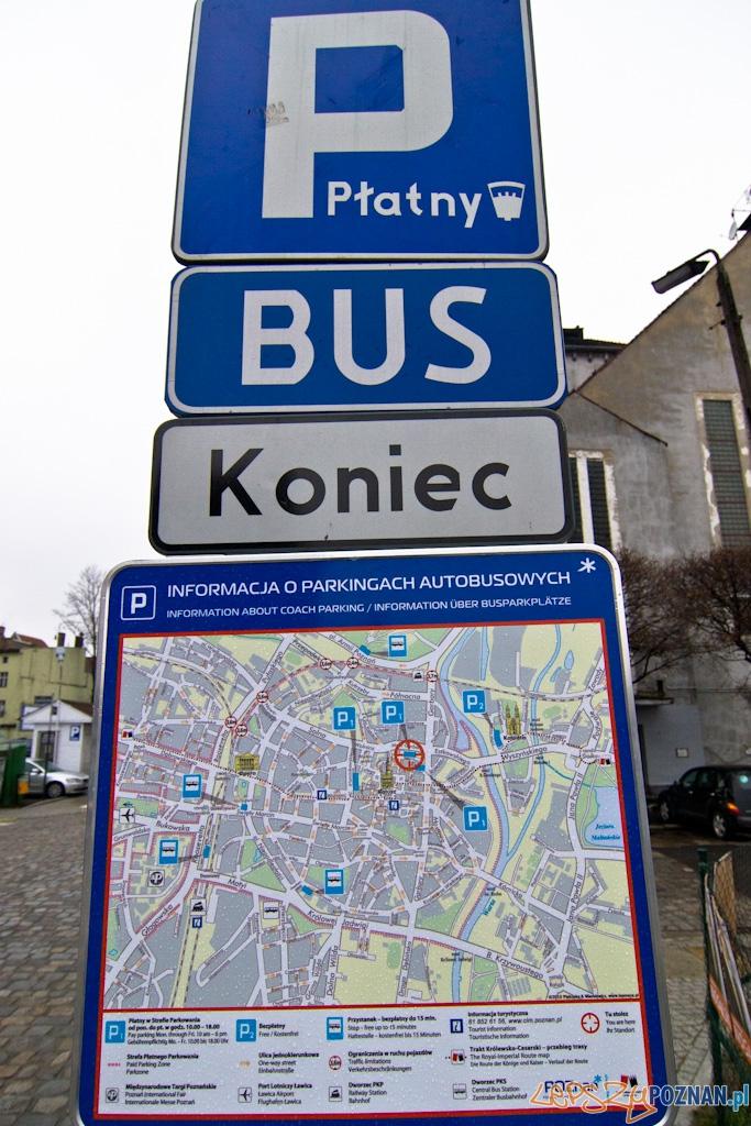 Parking dla autobusów turystycznych nie jest dla samochodów!  Foto: Piotr Rychter