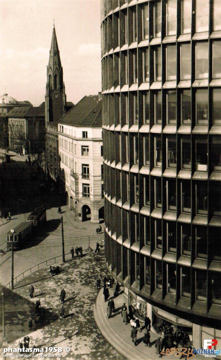 Okrąglak  - Powszechny Dom Towarowy 1955  Foto: fotopolska.eu