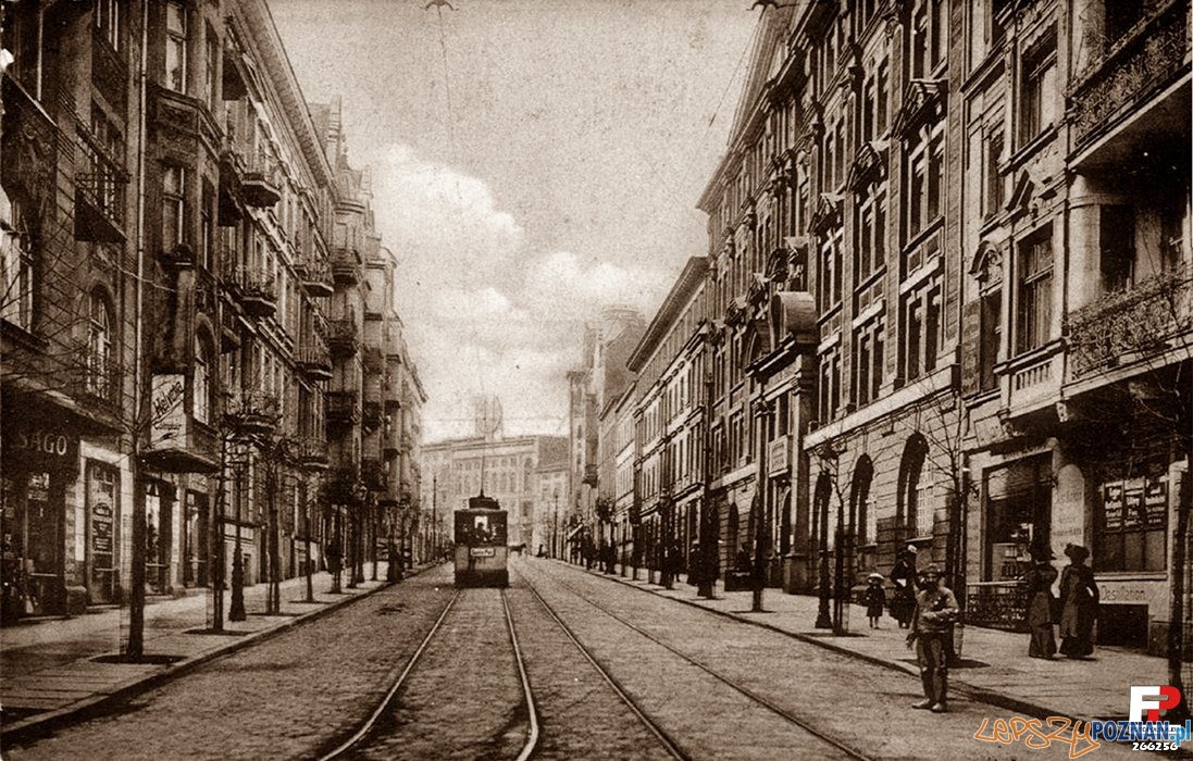 Ul. Mielżyńskiego widok od strony pl. C.Ratajskiego, po prwej budynek PTPN