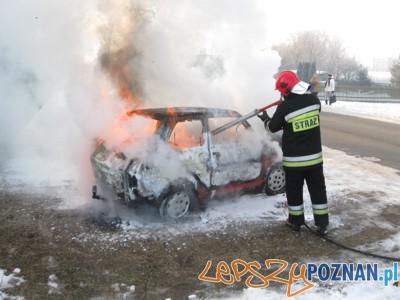 płonący maluch  Foto: KW PSP / st. kpt. M. Mikołajczak
