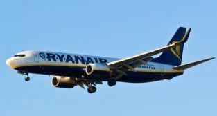 Samolot Ryanair ladowanie w Poznaniu