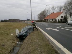 Wypadek drogowy na trasie Szamotuły - Poznań w Pamiątkowie Foto: asp. Adam Wiernicki