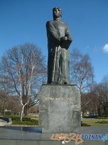 Pomnik_Adama_Mickiewicza_Poznań