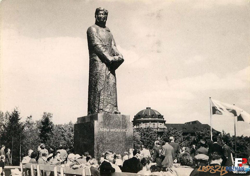 Pomnik Mickiewicza lata 1960-70 Foto: fotopolska
