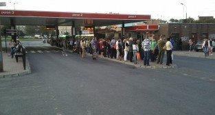Korek gigant - rondo Śródka - pasażerowie czekają na autobus