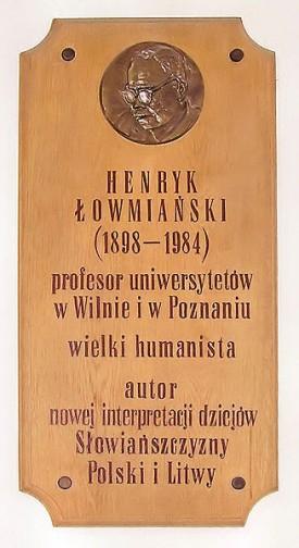 Tablica pamiątkowa w gmachu Collegium Historicum UAM Foto: wikipedia