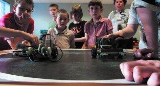 Uniwersytet dla Dzieci_zabawa robotami