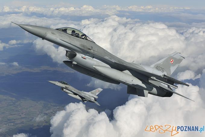 F-16C Fighting Falcon Foto: Copyright(C)2011 Katsuhiko TOKUNAGA/DACT,INC.