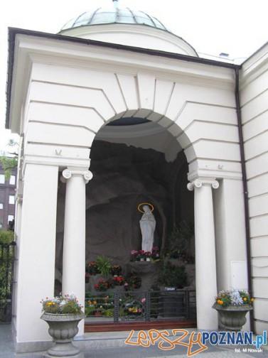 Grota przy kościele Św. Marcina