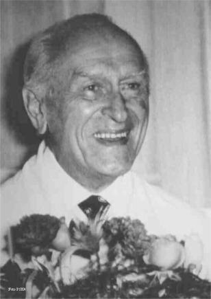 Profesor Wiktor Dega