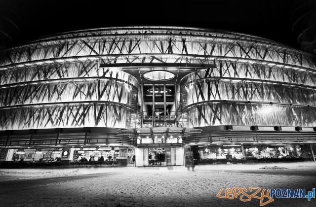 Stary Browar oświetlony Foto: Michał Skrety