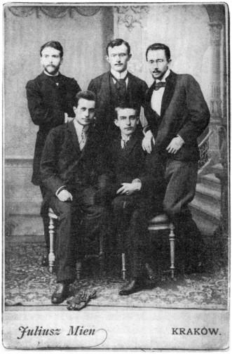 Na fotografii ze stycznia 1893 stoją od lewej Wyspiański, Rydel, Maszkowski_siedzą Opieński, Estreicher Foto: wikipedia.pl