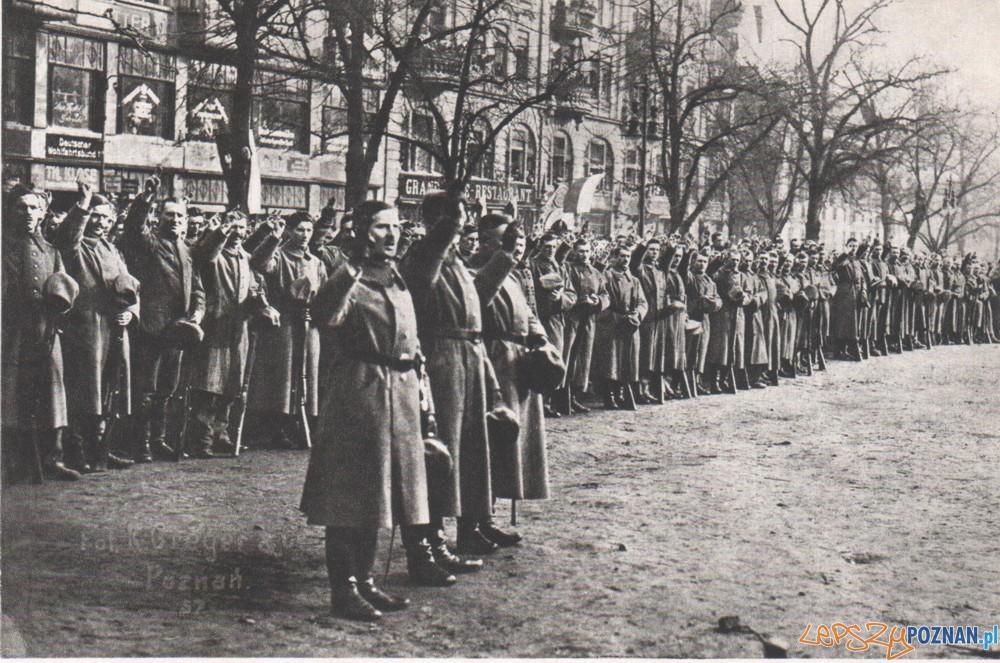 Przysięga powstańców wielkopolskich na Placu Wolności Foto: http://www.powstaniewielkopolskie.pl