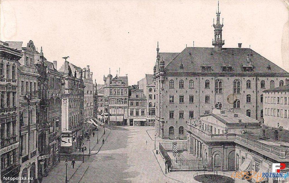Stary Rynek na przełomie XIX i XX wieku, po lewej Pałac Działyńskich