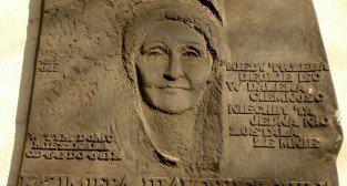 Tablia na ścianie kamienicy przy ulicy Gajowej 4 poświęcona Kazimierze Iłlakowiczównie