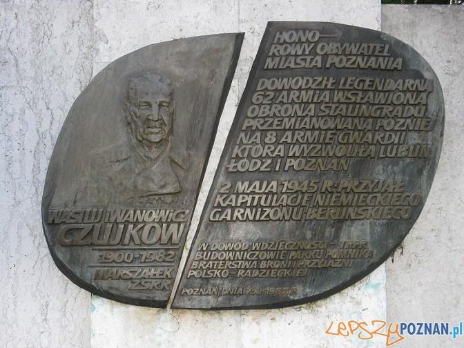 Tablica pamiątkowa na terenie Parku Cytadela w Poznaniu Foto: wikipedia
