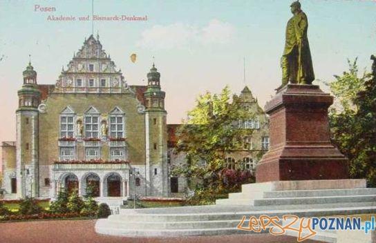 Pomnik Bismarcka na pocztówce z 1915 roku