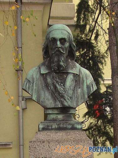 Pomnik_Komeniusza_w_Lesznie - popiersie