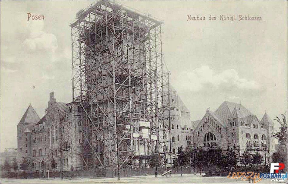 Budowa zamkowej wieży Foto: fotopolska.eu