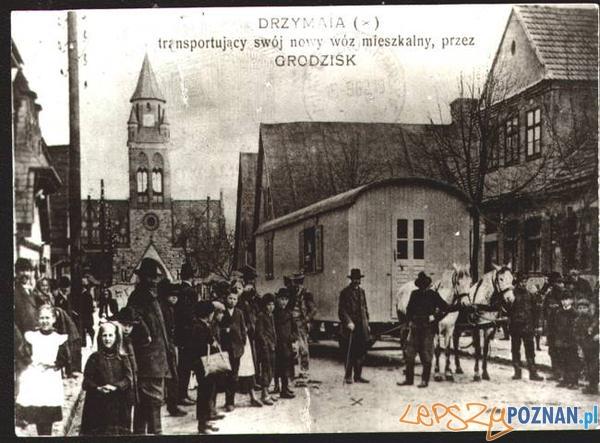 Michał_Drzymała ze swoim nowym wozem w Grodzisku Foto: wikipedia