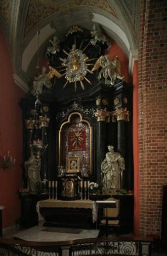 Krucyfiks w kaplicy Górków