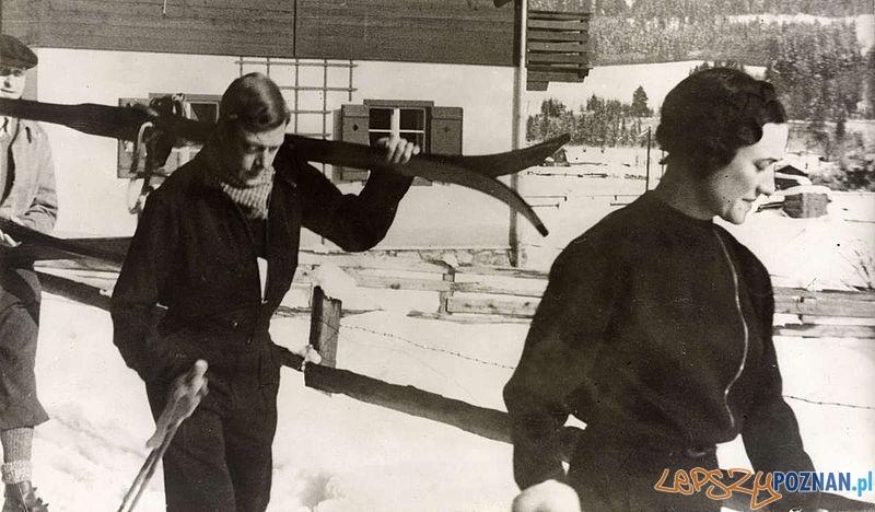 Książę Walii i Wallis_Simpson na nartach w 1935. roku Foto: wikipedia