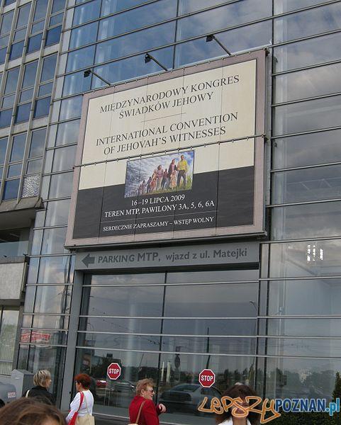 Zgromadzenie_w_Poznaniu_Wejście_na_MTP  Foto: wikipedia