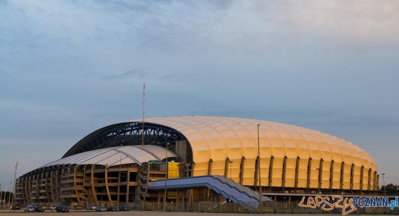 Stadion Miejski w promieniach zachodzącego Słońca Foto: lepszyPOZNAN.pl / Piotr Rychter