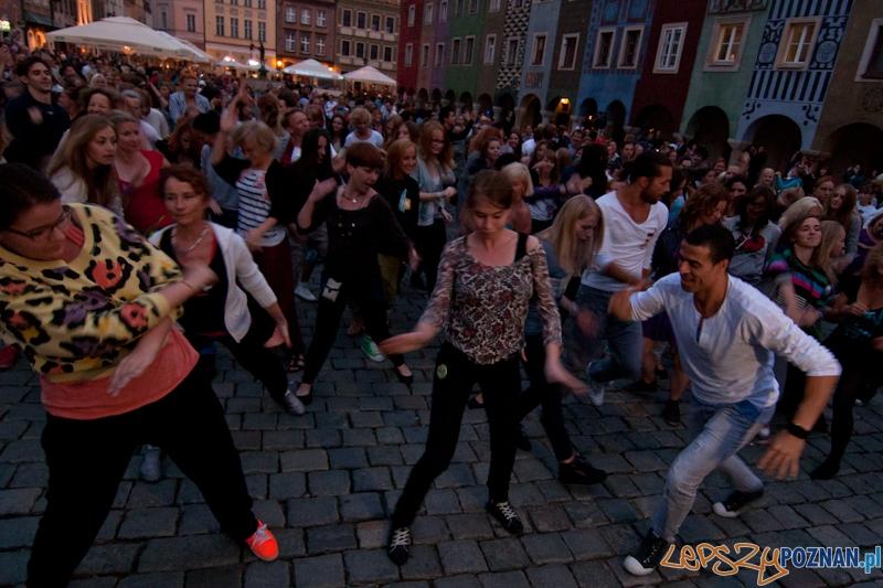 Dancing Poznań na płycie Starego Rynku - 24.08.2012 r.  Foto: LepszyPOZNAN.pl / Paweł Rychter