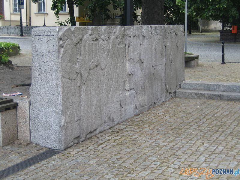Kazimierz Bienkowski - Pomnik_Tysiaclecia na Ostrowie Tumskim Foto: wikipedia