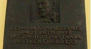 Tablica poświęcona Wojciechowi Korfantemu na budynku przy ul Fredry