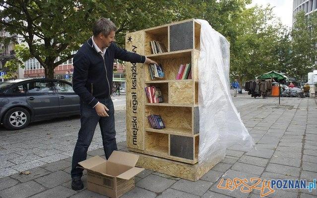 Miejski Regał Książkowy stanął min przed Teatrem Polskim Foto: Teatr Polski