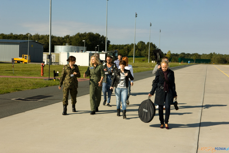 Grażyna Szapołowska i F-16 (1)  Foto: Robert STEFANOWICZ/Sara STUDIO