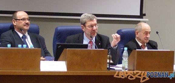 Lech Dymarski (w środku) podczas obrad Sejmiki Województwa Wielkopolskiego Foto: UMWW