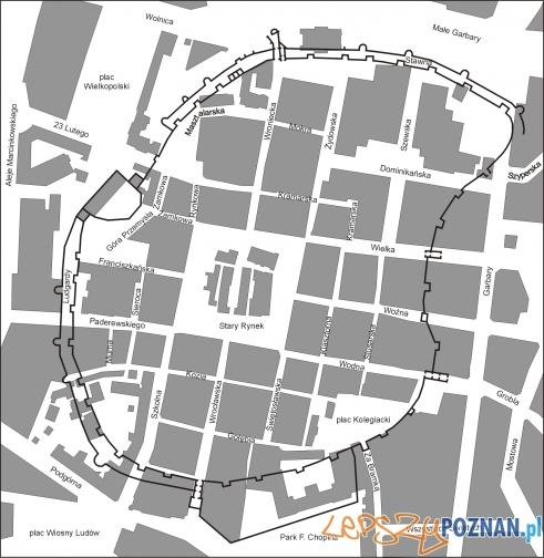 Stare_Miasto_w_Poznaniu - plan murów na tle współczenej zabudowy Foto: wikipedia.pl