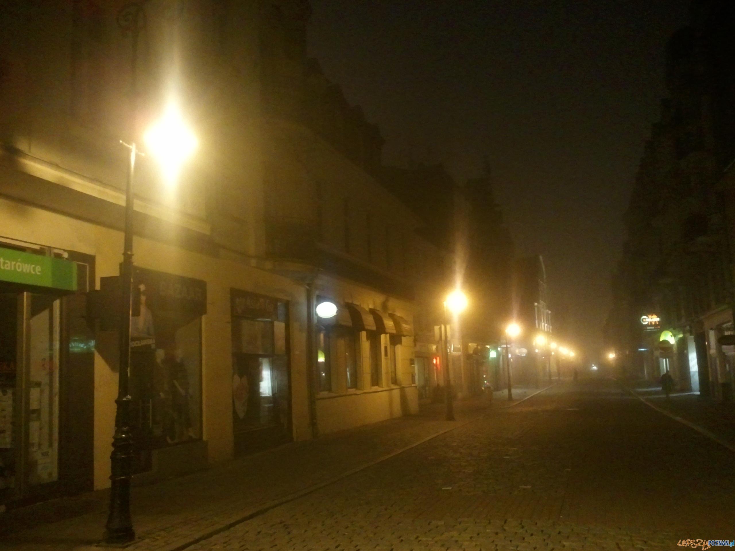 Poranna mgła - ul. Wrocławska około godziny 6:30  Foto: lepszyPOZNAN.pl / gsm