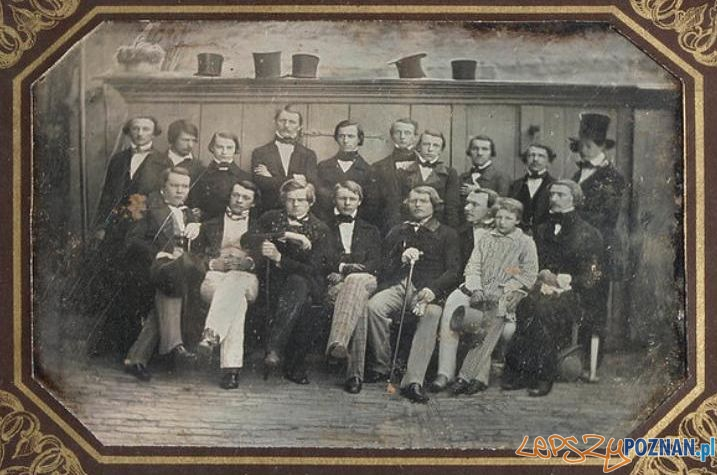 Jan Koźmian (1814-1877) z grupą polskich studentów, członków tzw. Biblioteczki Polskiej w Berlinie Foto: dagerotyp, Cyfrowe Muzeum Narodowe w Warszawie