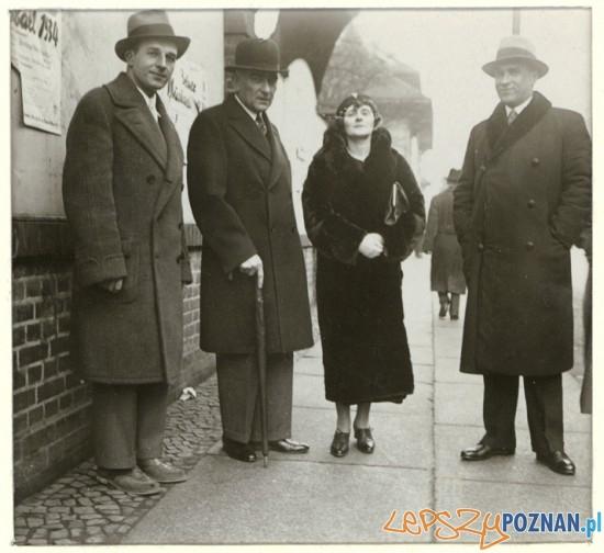 Od lewej - Aleksander Janta-Połczyński, Karol Szymanowski, Anna i Jarosław Iwaszkiewiczowie. Berlin, grudzień 1934 Foto: www.szymanowski.pl