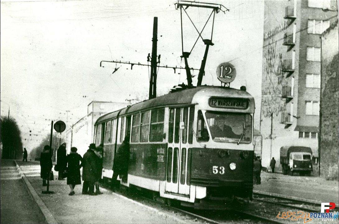 Tramwaj na przystanku Głogowska - Hetmańska 1973 Foto: Archiwum MPK (fotopolska)
