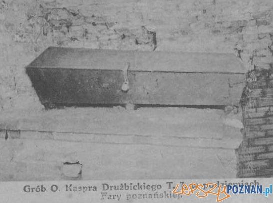Trumna z ciałem Drużbickiego Foto: Przewodnik Katolicki 7.11.1915