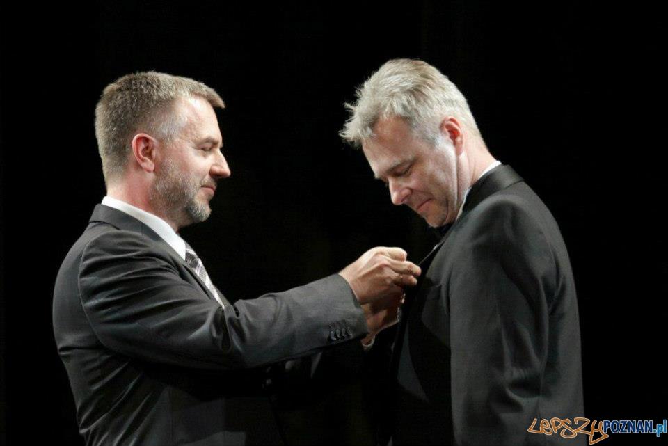 Michał Znaniecki otrzymuje medal Gloria Artis od Marszałka Wielkopolski Marka Wozniaka Foto: michal znaniecki/facebook