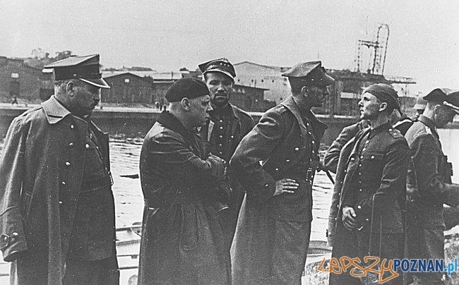 Polscy oficerowie po kapitulacji Westerplatte-7.09.1939 Foto: wikipedia CC