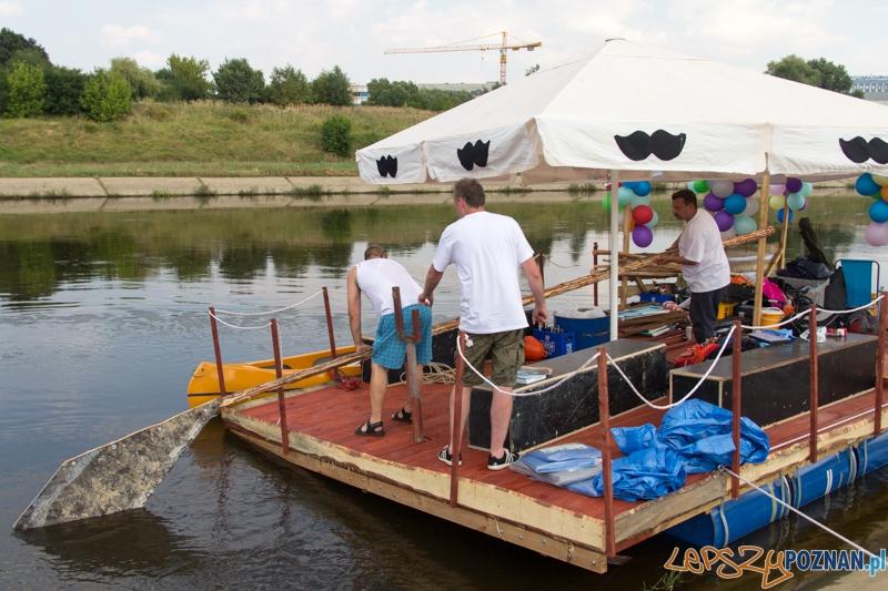 Wąsata tratwa - spływ z Poznania do Szczecina - 27.07.2013 r.  Foto: lepszyPOZNAN.pl / Piotr Rychter