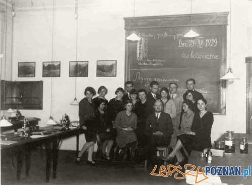 Profesor Adam Wodziczko ze studentami Foto: zbiory PAN