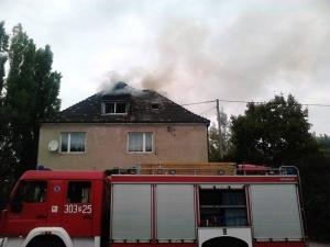 Pożar poddasza na ul. Głównej Foto: Marta
